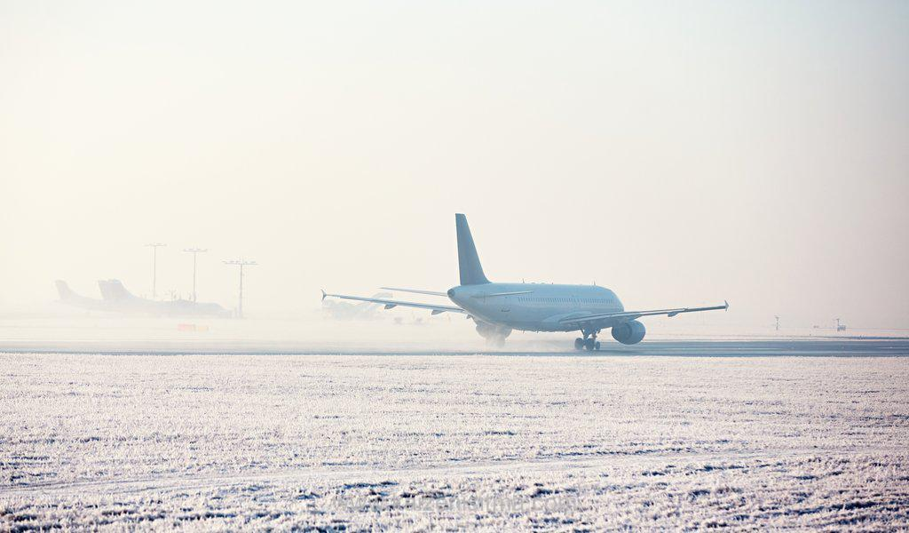 Snow prevention and ice melting solutions - airport in winter PFZVCZR - Kaizen heat tracing systems